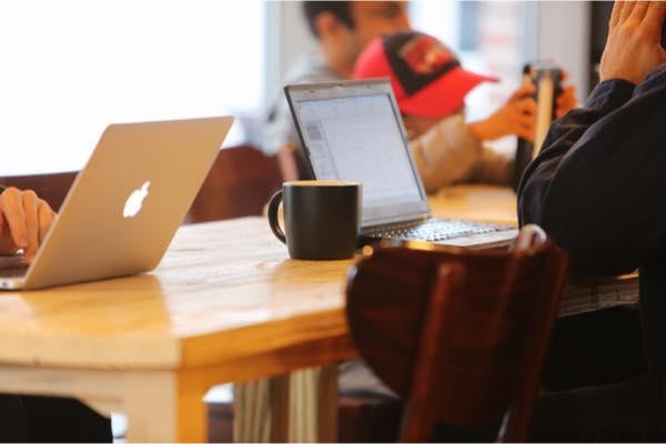 カフェとパソコン